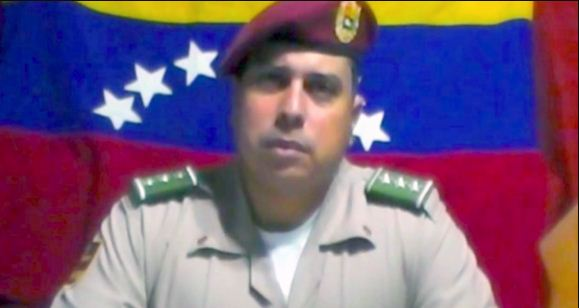 Oficial Juan Caguaripano se alzó también en el 2014   Foto: Captura de video
