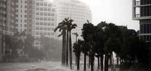 Debilitado pero todavía potente, Irma sigue azotando Florida | Foto: Reuters