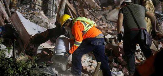 Continúa la búsqueda de sobrevivientes del terremoto en México | Foto: Reuters