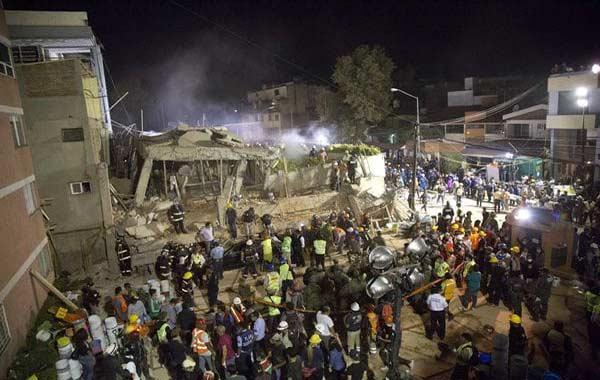 Murieron 32 niños en colegio de México y aún quedan al menos 20 desaparecidos | Foto: AP