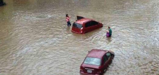 Así de inundada está la Avenida Victoria de Caracas |Foto: Twitter