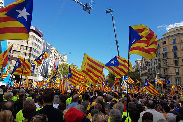 Tribunal español suspende ley secesionista de Cataluña | Foto: @assembleesjoves