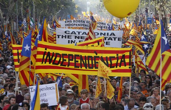 Fiscalía española cita, bajo amenaza de arresto, a alcaldes prorreferéndum de Cataluña   Foto cortesía