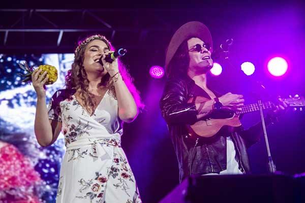 Los músicos Periko y Jessi Leon se presentan en el evento musical Venezuela Suena 2017, que se celebró el sábado 2 de septiembre de 2017, en el Wasco Center de la ciudad de Miami | Foto: EFE