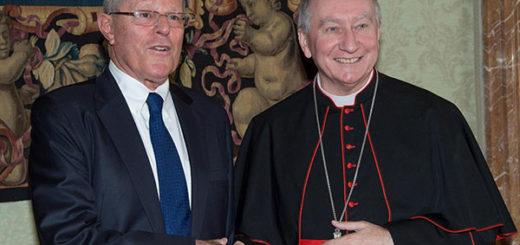 El presidente de Perú, Pedro Pablo Kuczynski, junto al secretario de Estado vaticano, Pietro Parolin | Foto: EFE