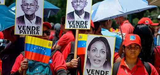 Oficialismo marchó hasta el MP para denunciar a dirigentes opositores por traición a la patria | Foto: AFP