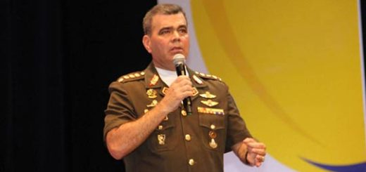 Padrino López durante foro antiimperialista |Foto: Prensa FANB