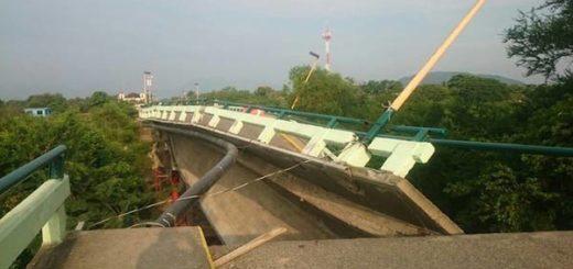 Puente en Oaxaca se desplomó |Foto: Twitter