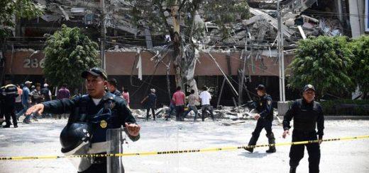 El sismo sacudió y derrumbó varios edificios |Foto: AFP