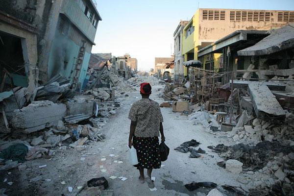 Las labores de desescombro en busca de supervivientes se prolongaron durante más de dos semanas en Haití, que vivió en 2010 el terremoto más catastrófico de la región   Foto: Damon Winter/The New York Times