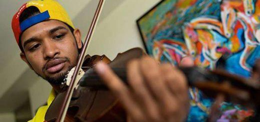 Wuilly Arteaga, el violinista de las protestas |Foto: AFP