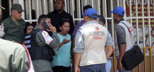 Se llevaron detenido al comerciante luego del procedimiento de la Sudeban   Foto:  José Gil