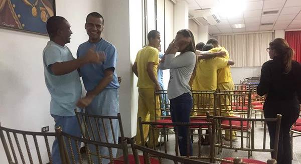 Estudiantes de la UPEL liberados | Foto: @alfredoromero
