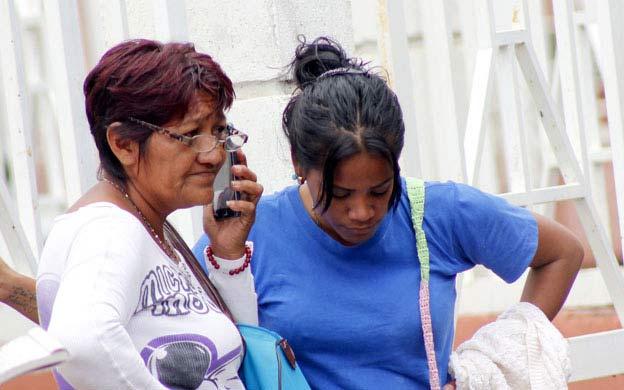 Familiares de la madre e hija quemadas | Foto: La Verdad