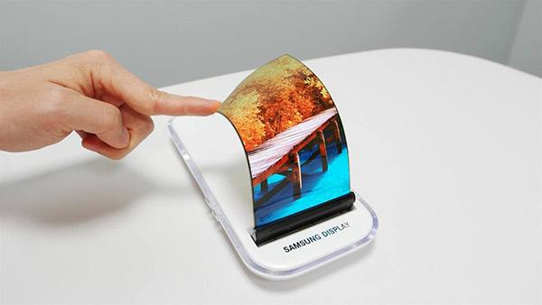 Samsung promete celular con pantalla plegable para 2018