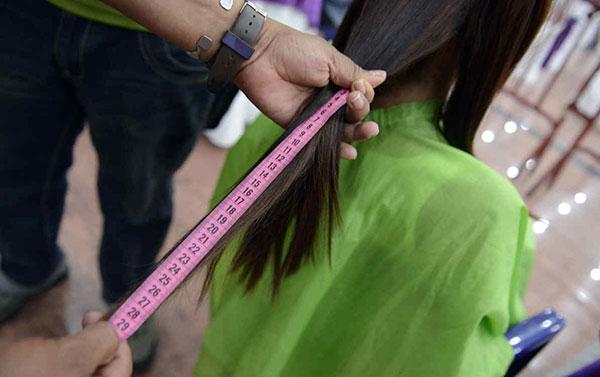Venezolanas venden su cabello para comprar comida | Foto referencial