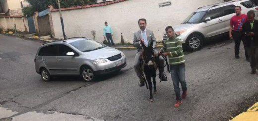 Rafael Lacava llegando a la sede de Globovisión | Captura de video