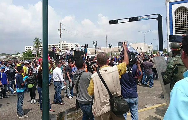 GNB reprimió juramentación de Juan Pablo Guanipa en el Zulia   Foto: Twitter