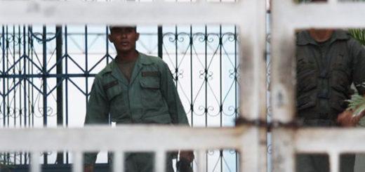 Soldado del Plan República amarra a un compañero para robarle el fusil | Foto: La Verdad