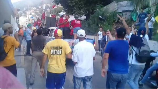 Así sacaron a chavistas que intentaban impedir caminata de Olivares en Vargas | Foto: Captura de video