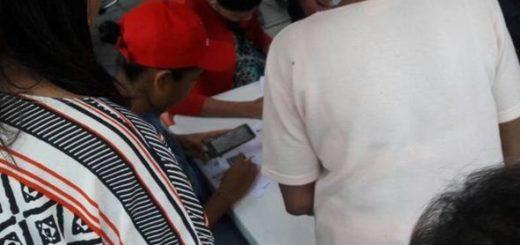 PSUV verifica a votantes con Carnet de la Patria | foto: El Nacional