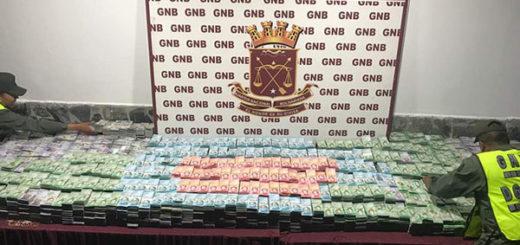 Detiene a hombre con más de 880 millones en billetes del nuevo cono monetario | Foto: @S_RiveroM