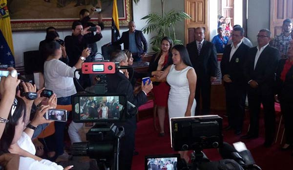 Laidy Gómez se juramenta como gobernadora del Táchira | Foto: Twitter