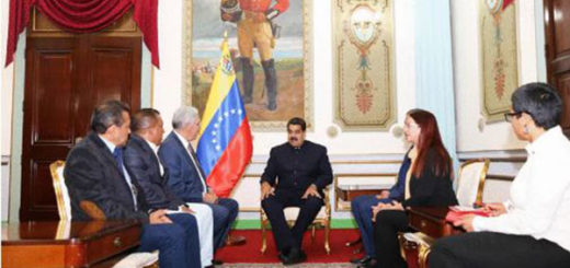 Gobernadores opositores junto a Maduro | Foto: Twitter