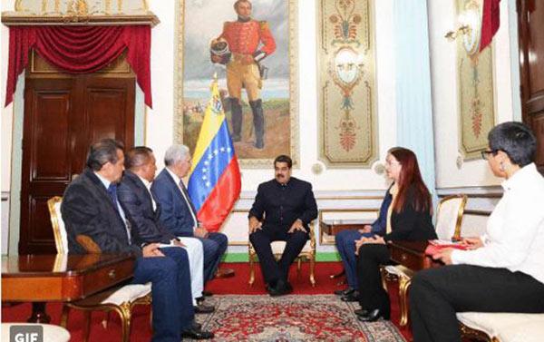 Gobernadores opositores junto a Maduro   Foto: Twitter