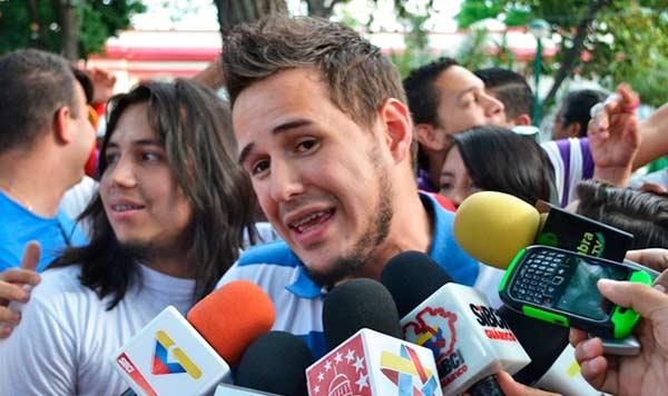 Periodista de VTV   Foto: La Iguana