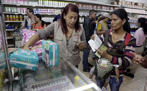 2016-01-20T194730Z_1497166581_GF20000101315_RTRMADP_3_VENEZUELA-ECONOMY