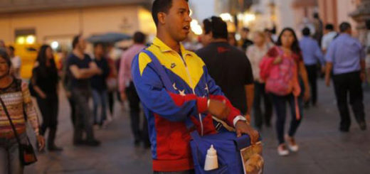 Venezolano en Perú recibió insultos mientras vendía empanadas en un autobús | Referencial