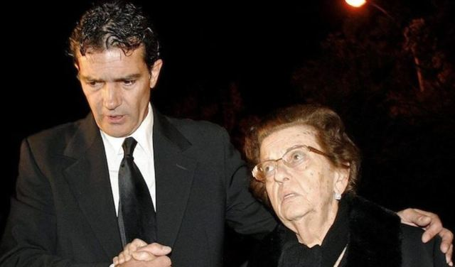 Antonio Bandera junto a su madre |Foto cortesía