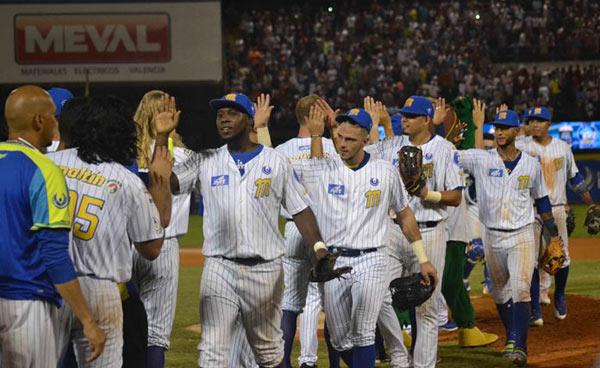 Magallanes domó una vez más a los Leones y liquidó la serie particular | Foto: Cortesía