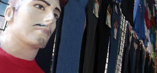 Precio de los pantalones en el Callejón de los pobres  Foto: Noticia Al Día