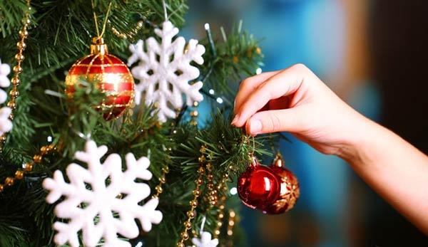 Altos costos de adornos navideños ensombrecen la época decembrina   Foto: Referencial