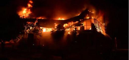 Incendio consumió oficina de Corpoelec Táchira | Foto: Captura de video