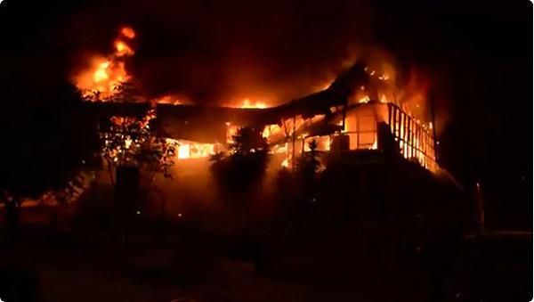 Incendio consumió oficina de Corpoelec Táchira   Foto: Captura de video