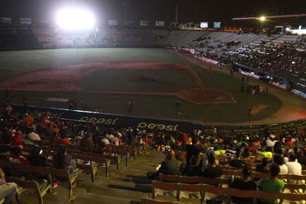 Apagón dejó a oscuras el encuentro Magallanes-Águilas en Maracaibo | Foto: Panorama