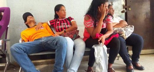 Pacientes con paludismo toman creolina para calmar dolores | Foto: Referencial