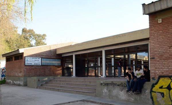 Director de un colegio fue encontrado con cinco alumnas en una cabaña vacacional | Foto: Cortesía