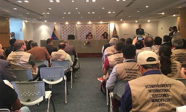 Acompañantes internacionales debaten este lunes el informe final sobre las municipales | Foto: Cortesía