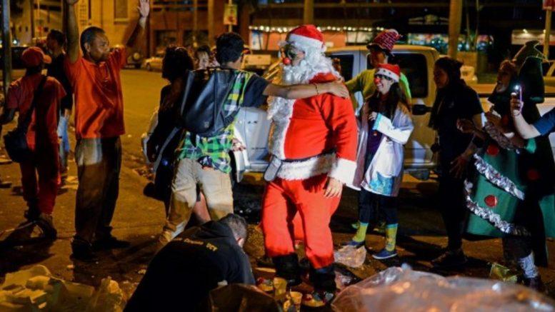 """""""Santa en las calles"""", entrega de donativos en Caracas / Foto: Cortesía"""