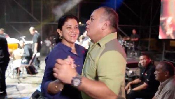 Diosdado Cabello bailando junto a su esposa Marleny |Captura de video