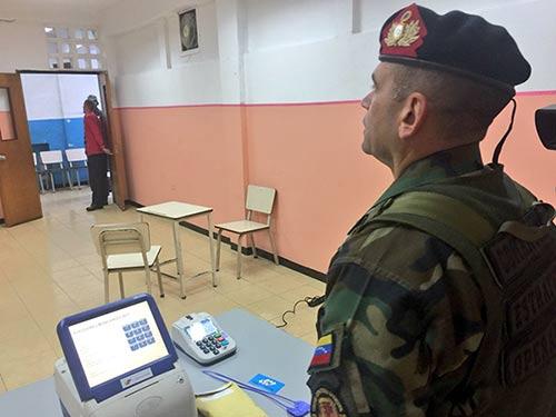 Instalación de Mesas de Votación con ayuda del Plan República |Foto: Twitter