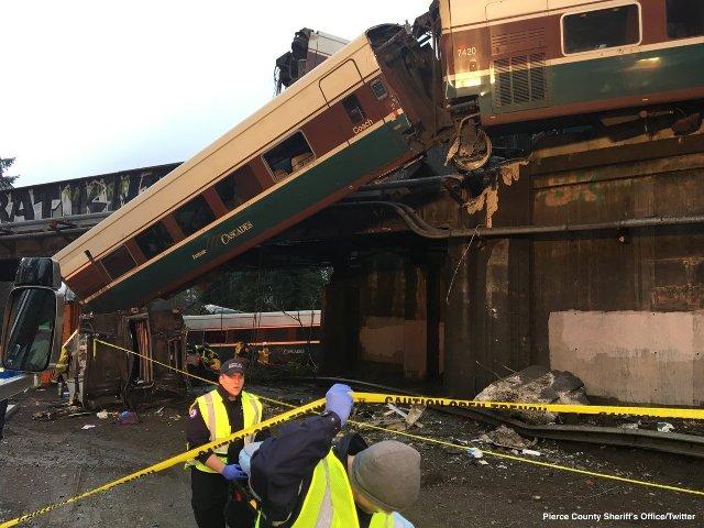 Tren se vuelca en EEUU |Foto: Twitter