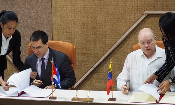 Cuba y Venezuela firmaron nuevo acuerdo  Foto: Twitter