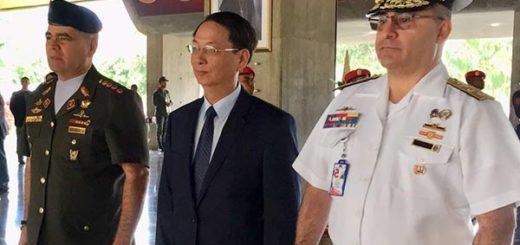 Vladimir Padrino López junto a embajadores de China y Vietnam  Foto: Twitter