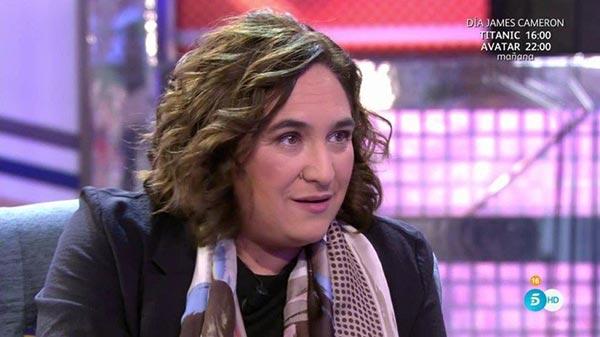 Alcadesa de Barcelona confiesa su bisexualidad   Foto: Captura