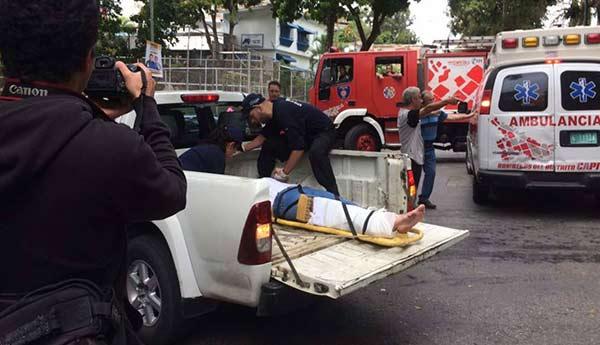 Mujer atropelló a dos personas en Baruta   Foto: Twitter